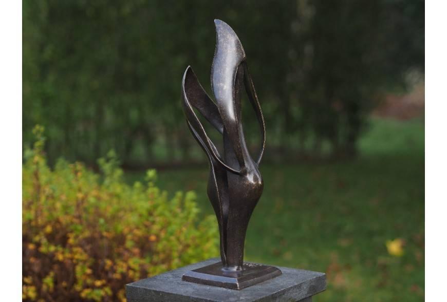 Statui de bronz moderne pentru casa si gradina